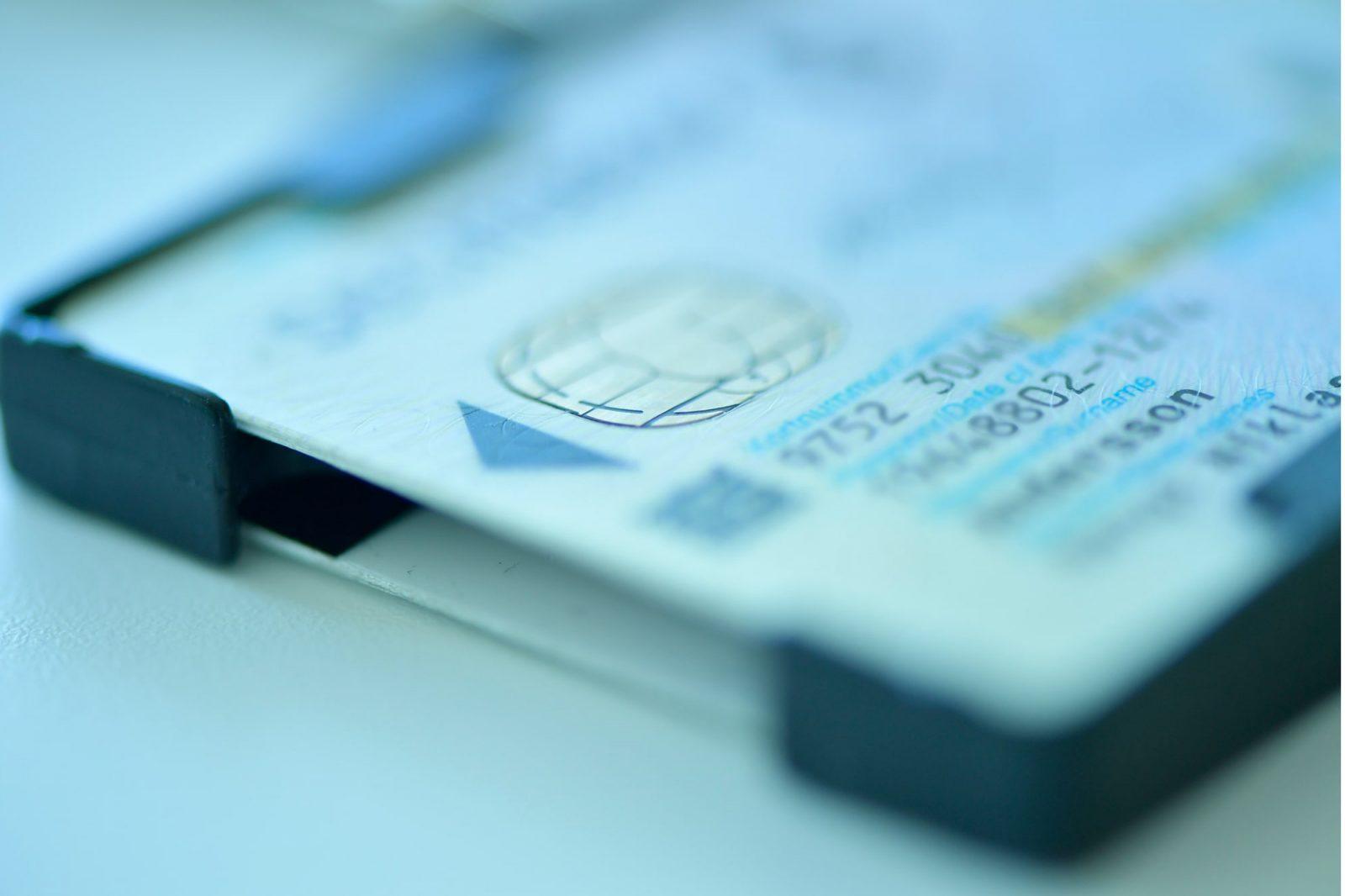 smartkort i svartkorthållare